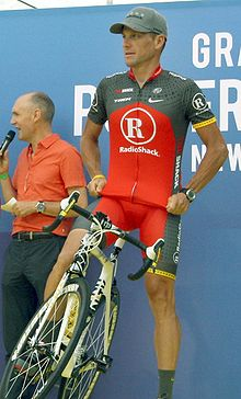 220px-Lance_Armstrong_Tour_2010_team_presentation